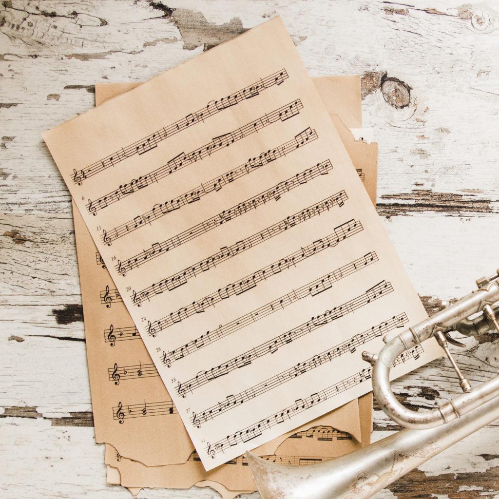Partituras y trompeta